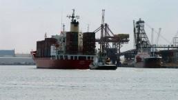 Una nave nel porto di Ravenna