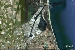 La zona portuale ripresa dall'alto (immagine da Google)